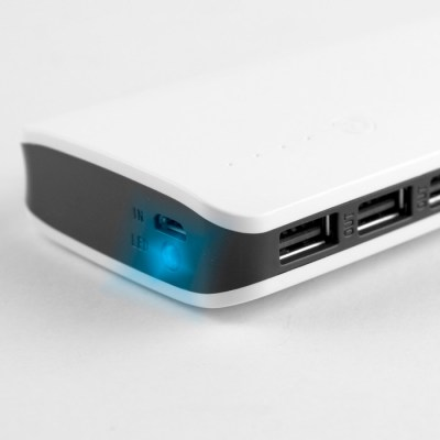 0335675_powerbank_load_detalle_usb